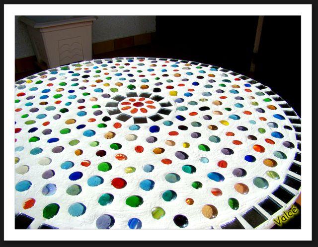Table mosa que - Miroir avec lampes autour ...